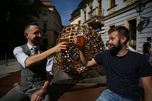 Slavnosti piva Františka Ondřeje Poupěte pění v okolí Šilingrova náměstí. Zlatavý mok je zde k ochutnání v mnoha variacích od malých pivovarníků.