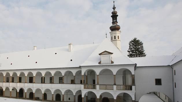 Taneční sál i svatby. Dělníci pokračují v úpravách oslavanského zámku