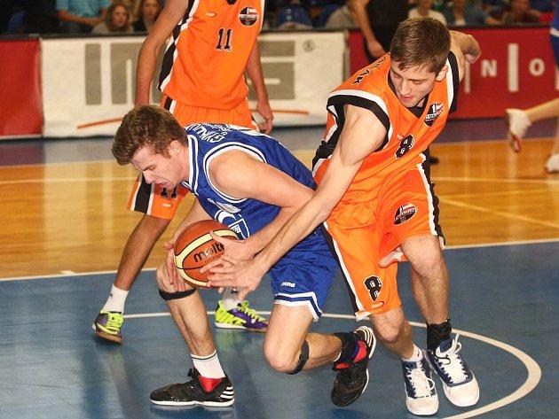 Exhibiční basketbalové zápasy dívek a chlapců mezi Gymnáziem třídy Kapitána Jaroše a Gymnáziem Slovanské náměstí.