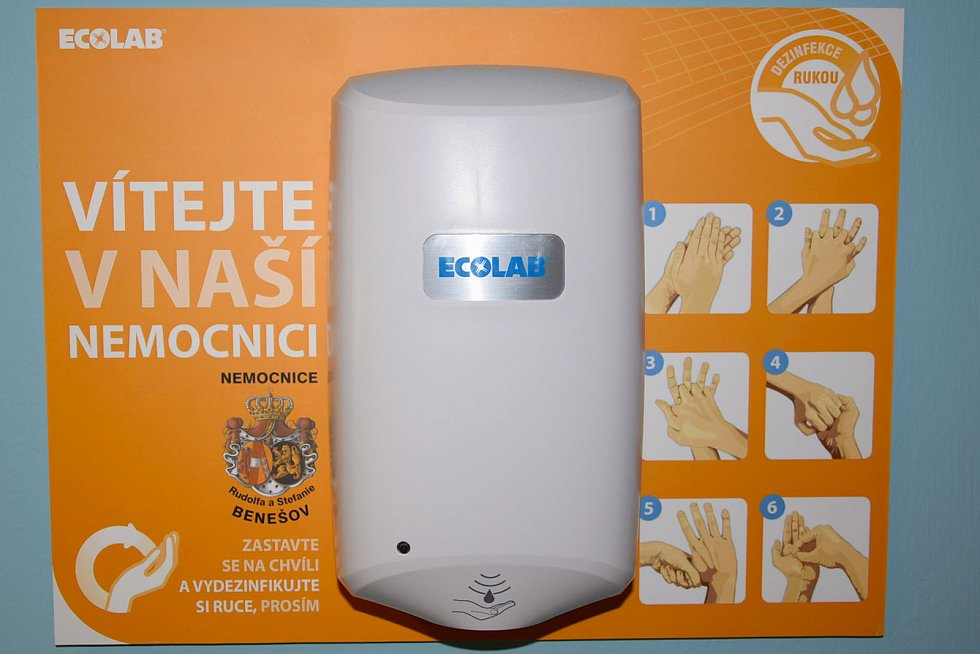 Bezdotyková dezinfekční zařízení.