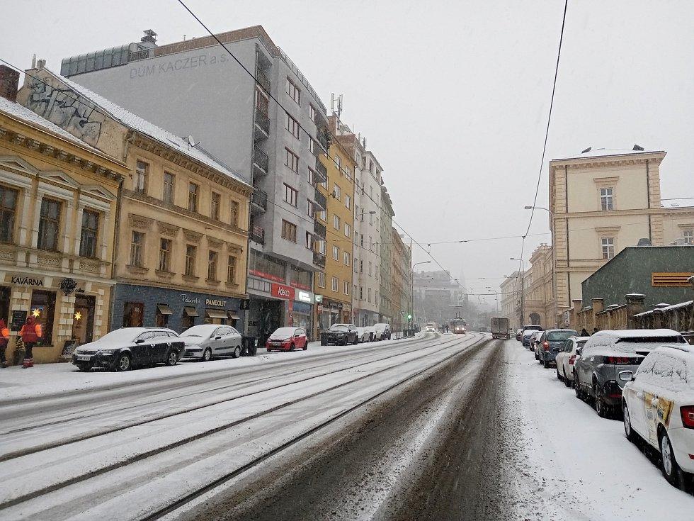 Centrum Brna zasypal sníh. Na snímku ulice Pekařská.