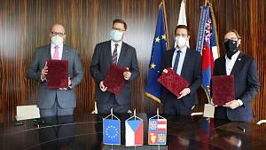 Lidovci, Piráti, ODS a Starostové podepsali koaliční smlouvu