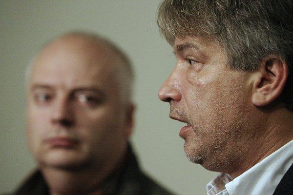 Primátor Roman Onderka a náměstek Oliver Pospíšil ve volebním štábu ČSSD.