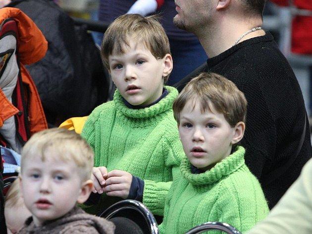 Na brněnském výstavišti se sešlo sedmnáct párů dvojčat. Setkání bylo součástí veletrhu Prodítě.