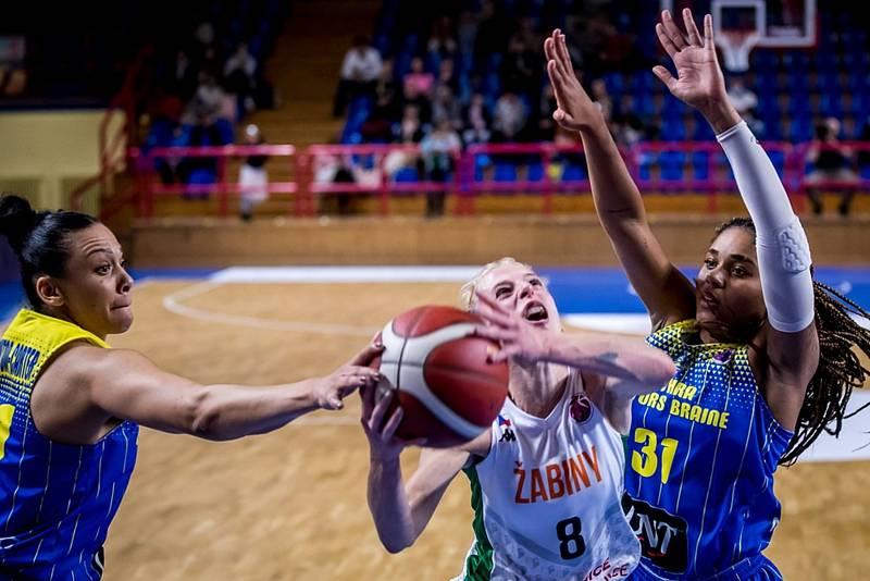 Basketbalistky brněnských Žabin (v bílém Petra Záplatová) při vstupu do EuroCupu padly s belgickým celkem Castrols Braine 58:75.