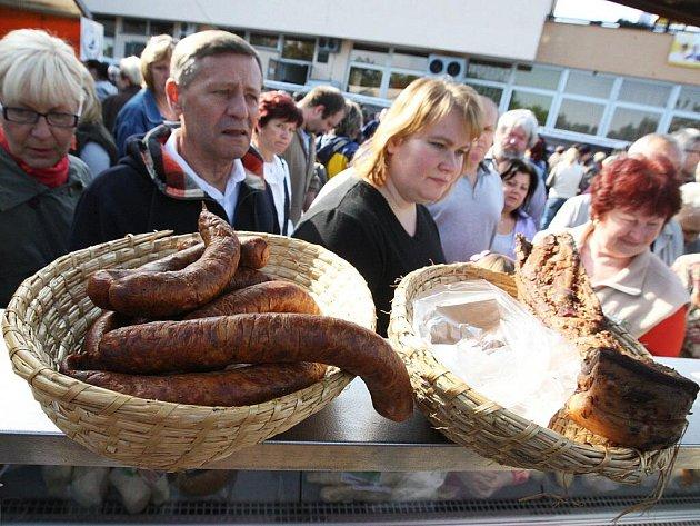 S až nečekaným zájmem Brňanů se v neděli setkaly první Bystrcké farmářské trhy.