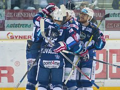 Kometa Brno (v modrém) zvítězila v prvním finálovém utkání s Libercem 4:3.