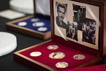 Haléře od Františka Davida měli lidé v peněženkách od roku 1972. Teď Česká mincovna vydala dvě sady jejich replik.