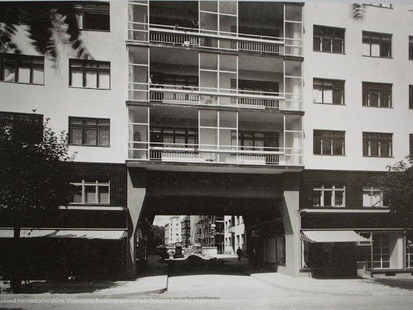 Dům Falkensteinerovy nadace na Moravském náměstí číslo 14sinformacemi ojeho historii.