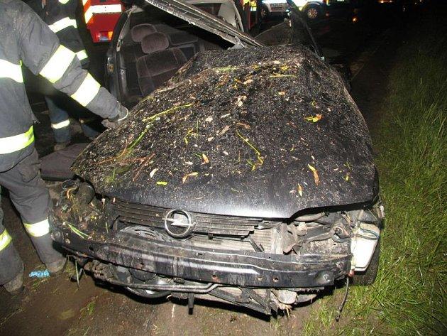 Tragická dopravní nehoda v Tišnově skončila smrtí spolujezdce.