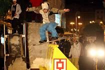 Snowboardová show uprostřed města