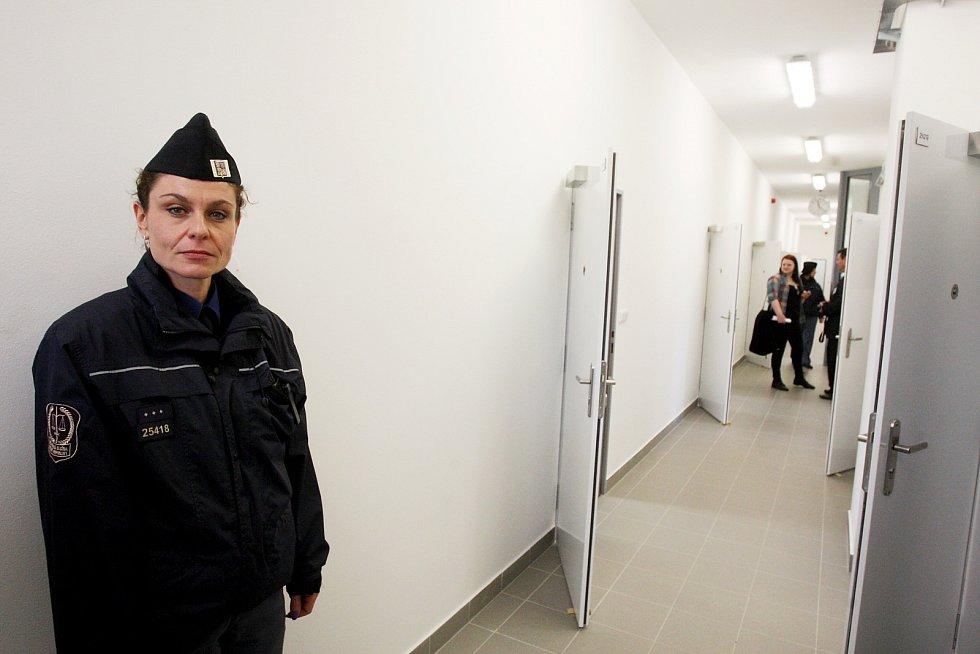 Do speciální budovy se nedostanou všichni mladí vězni. Nejsou tam recidivisté, ale jen vězni, kteří jsou trestaní poprvé. V České republice jde o unikát.