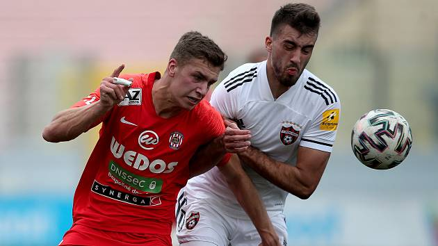 Fotbalisté Zbrojovky Brno (v červeném Daniel Fila) na Tipsport Malta Cupu po výhře 1:0 nad Spartakem Trnava obsadili třetí místo.