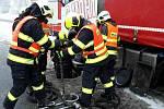 Nehoda osobního auta a náklaďáku u Šlapanic.