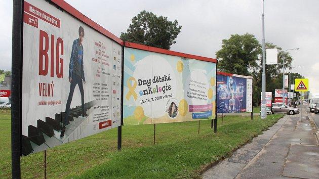 Billboardy společnosti Realmedia v Hněvkovského ulici  Brně.