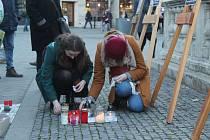 Vzpomínková akce na památku zavražděného novináře Jána Kuciaka a jeho partnerky Martiny Kušnírové na náměstí Svobody v centru Brna.