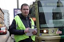 Redaktor Brněnského deníku Rovnost Petr Jeřábek si vyzkoušel roli dopravního dispečera.