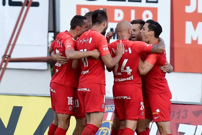 Fotbalisté Zbrojovky se radují z návratu do první ligy po dvou letech.