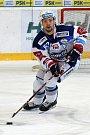 HC Kometa Brno v bílém (Ondřej Němec) proti HC Energie Karlovy Vary.