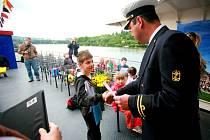 Brněnští školáci si převzali vysvědčení na lodi.
