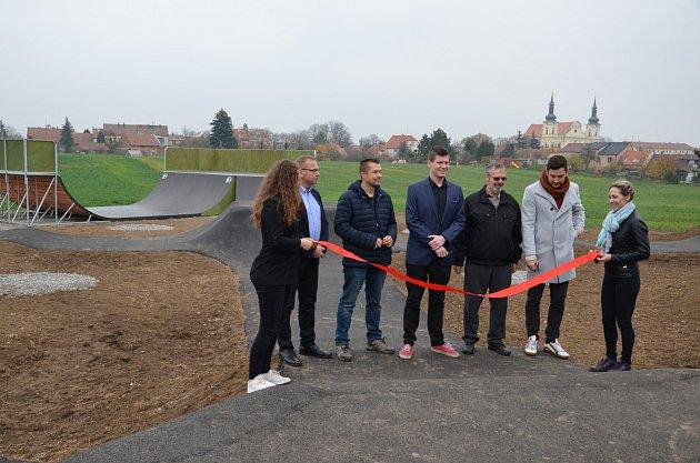 V Tuřanech otevřeli nový skate park. Je třetím hotovým projektem z Dáme na Vás