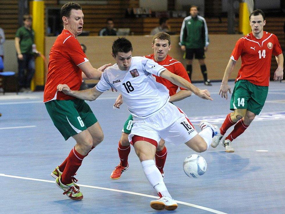 Útočník brněnského Tanga Michal Belej (v bílém) si postup do baráže o mistrovství světa užíval.
