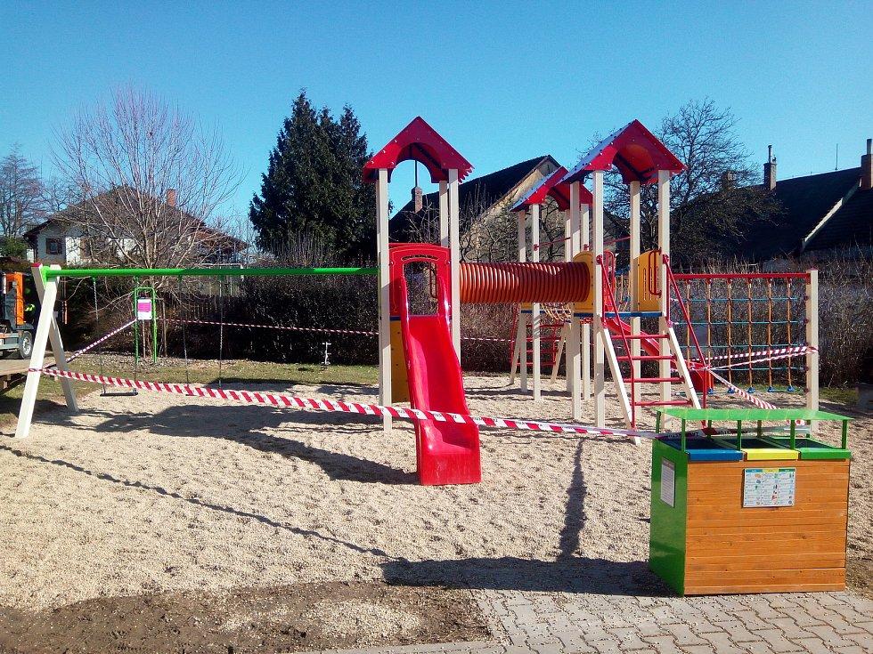 Hřiště v Kunštátu je uzavřené stejně tak jako všechna dětská hřiště v Blansku nebo Lanžhotě na Břeclavsku.