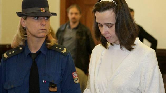 Kateřina Mauerová u soudu.