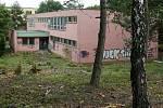 Soukromá společnost chystá stavbu pětipatrové polikliniky s parkovištěm vedle řečkovické školky v Měřičkově ulici. Rodiče dětí protestují.