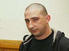 Baníkovec Aleš Badinka před brněnským soudem.