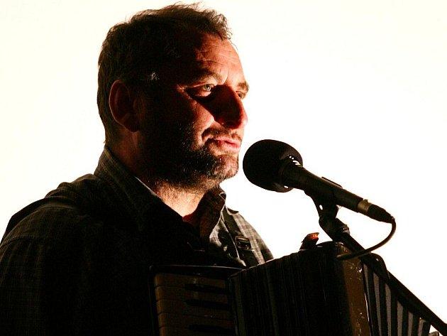 Písničkář Václav Koubek zahájil padesátý ročník soutěžního filmového festivalu Brněnská šestnáctka.