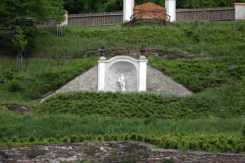Zahrada pod Pernštejnem po dlouhé rekonstrukci láká první návštěvníky.