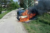 Jihomoravští hasiči zasahovali v neděli před polednem při požáru osobního auta v Oslavanech na Brněnsku.
