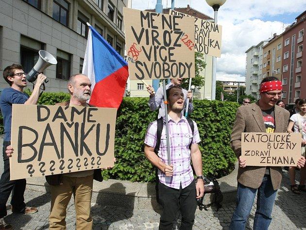 Skupina studentů v Brně protestovala proti způsobu Zemanova vládnutí v roli prezidenta České republiky.