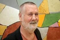 Výstavu malíře, performera a konceptuálního fotografa Václava Stratila ve čtvrtek zahájila Moravská galerie v Brně. Jedná se o průřezovou retrospektivu čtyřiašedesátiletého výtvarníka, kterou zastřešuje název Nedělám nic a jiné práce.