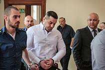 Brněnský krajský soud v pátek vynesl rozsudek nad skupinou, kterou odsoudil za vydírání Radomíra Šimka. Nejvyšší, pětiletý trest, dostal Vladimír Bratčuk.
