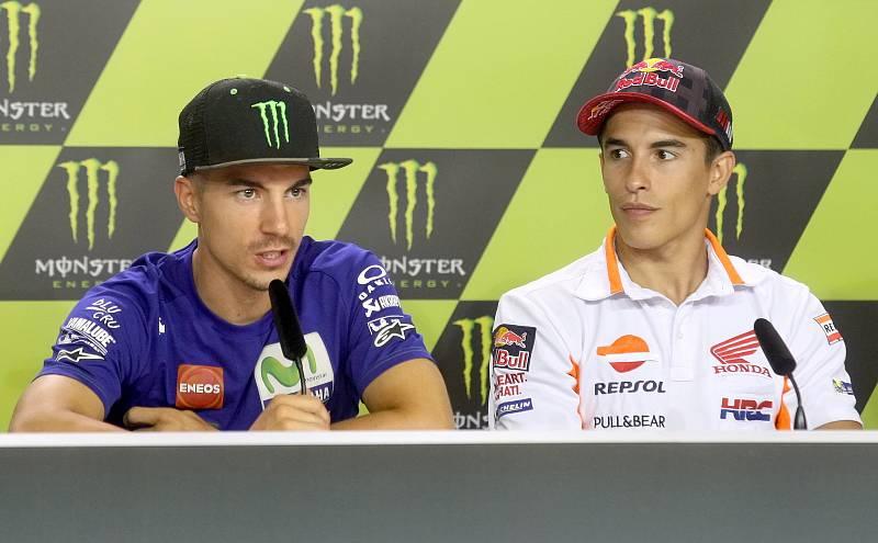 Tisková konference s jezdci Moto GP - zleva Maverick Viňales a Marc Márquez.