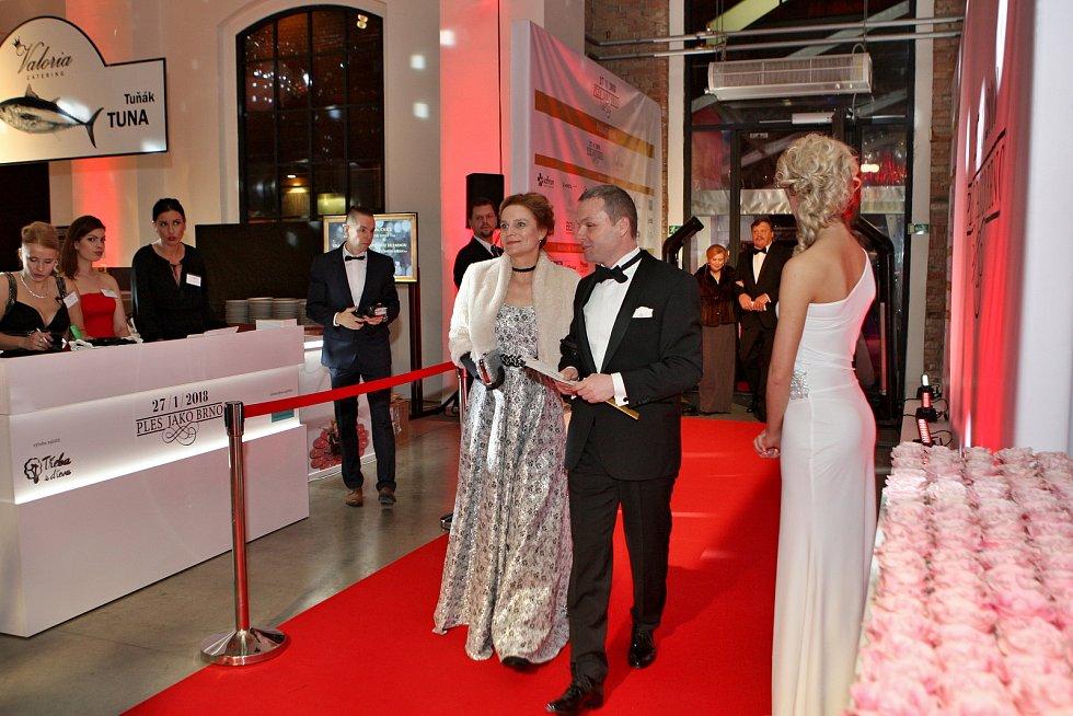 e94685f8f6 Ples jako Brno ve Fait Gallery tradičně přilákal stovky návštěvníků.