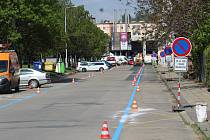 Značení modrých zón pracovníky Brněnských komunikací v oblasti 1-09 v části Křídlovické ulice, pondělí 4. května.
