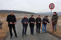 Ve čtvrtek zástupci města slavnostně otevřeli novou cyklostezku, která spojí Žebětín s oborou Holedná.