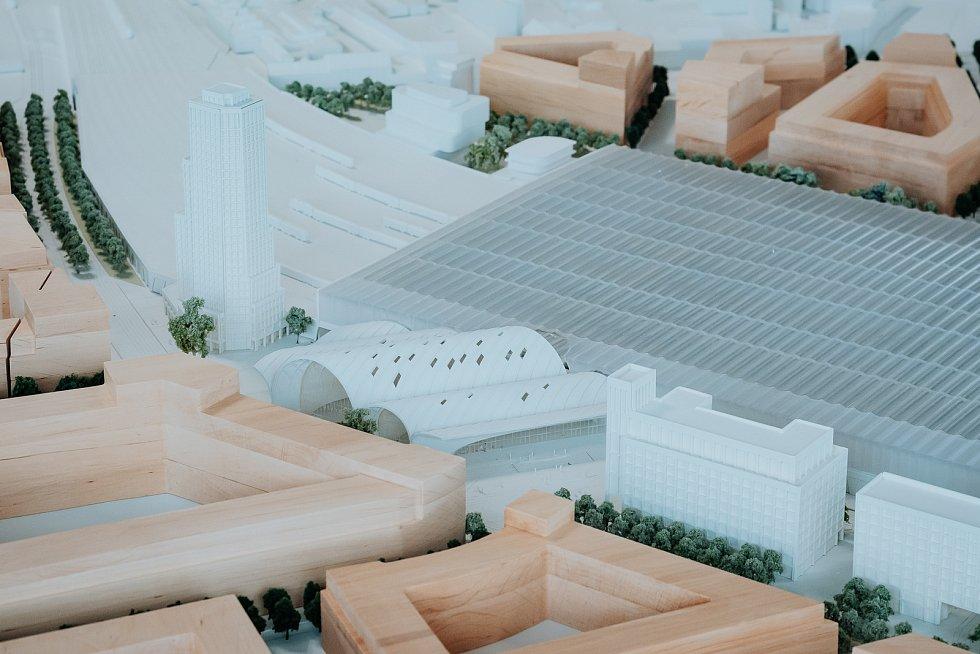 Model vítězného návrhu architektonické soutěže na podobu nového hlavního vlakového nádraží v Brně od ateliéru Benthem Crouwel Architects ve fyzické podobě. Nádraží by se mohlo jmenovat Zastávka Brno - Šalingrad.