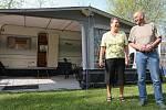 Manželé Nico a Leni Schriekovi cestují s karavanem za přírodou jižní Moravy a tradičním gulášem už téměř dvacet let.