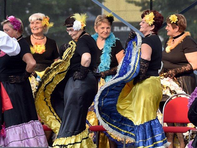 Měření tlaku, káva zdarma a doprovodné hudební i taneční vystoupení. Možnost užít si tato lákadla dostali lidé při nedělních oslavách stáří na brněnském náměstí Svobody.