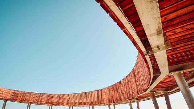 Vítězem v kategorii novostavby v soutěži Grand Prix Architektů získala stezka nad vinohrady v Kobylí.