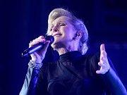 Helena Vondráčková, která bude mít v červnu 70 let, zahájila ve čtvrtek večer v brněnském Bobycentru sérii vystoupení s českými i slovenskými hosty.
