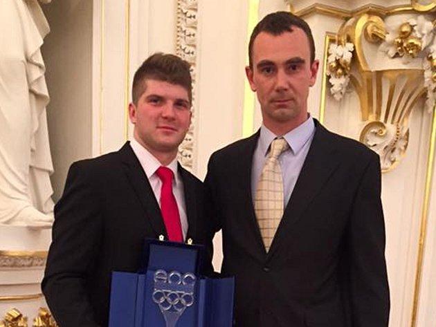 Oceněný Jiří Janošek s trenérem Zdeňkem Noskem.