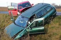 Čtyři zraněné včetně jednoho kojence si vyžádala nehoda dvou osobních aut. Ta se střetla v sobotu dopoledne v Rajhradě na Brněnsku.