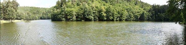 Mariánským údolím vLíšni protéká potok Říčka, na kterém postupně vzniklo pět vodních nádrží. Ke koupání si lidé oblíbili hned první, nazvanou UKadlecova mlýna.