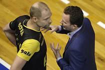 Na snímku trenér volejbalistů Marek a Boula.
