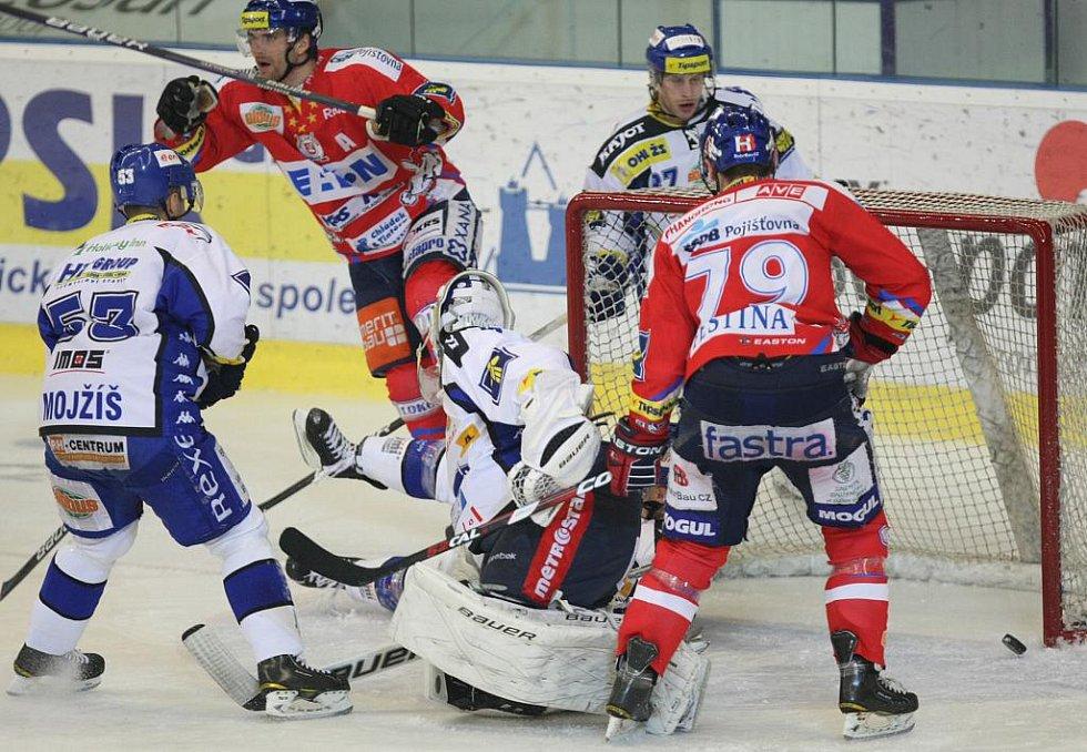 Hokejisté brněnské Komety v utkání s Pardubicemi.